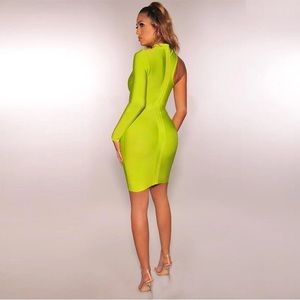 Luxe Dresses - Asymmetrical one sleeve bandage dress